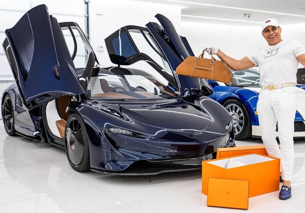 Manny Khoshbin hào hứng với các quà tặng của Hermes khi ông đặt hàng mua McLaren Speedtail Hermes