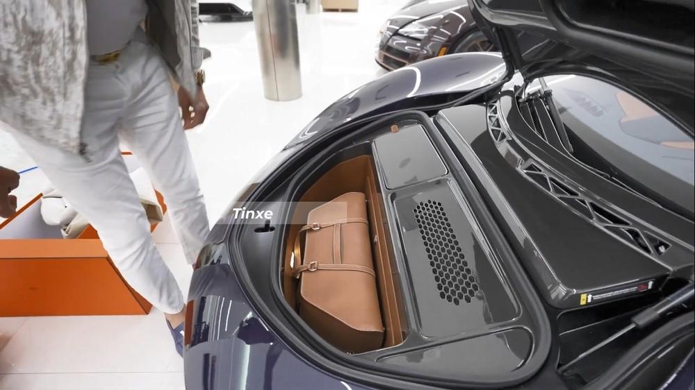 Các góc cạnh của túi xách được xử lý làm sao vừa khít với khoang chứa đồ xe McLaren Speedtail Hermes