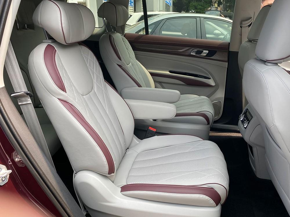 2 ghế thương gia ở giữa của Ford Equator 2021