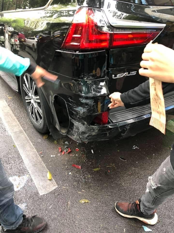 Chiếc Lexus LX570 bị trầy xước sơn