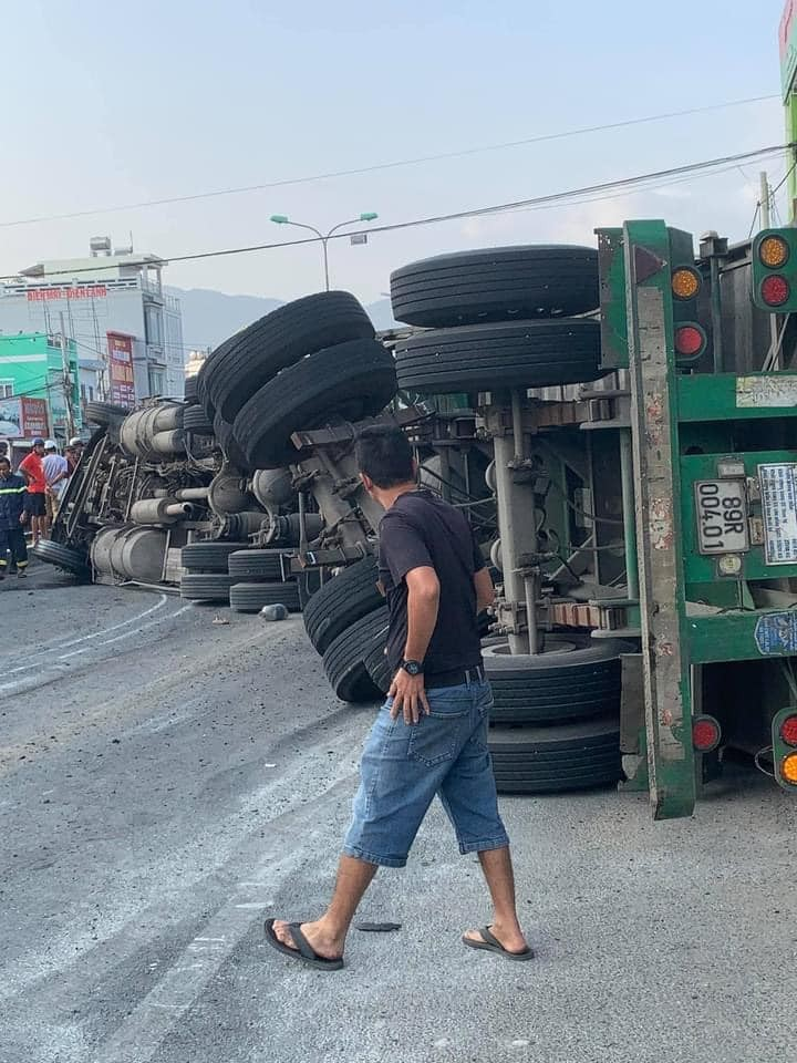 Chiếc xe container hư hỏng nặng