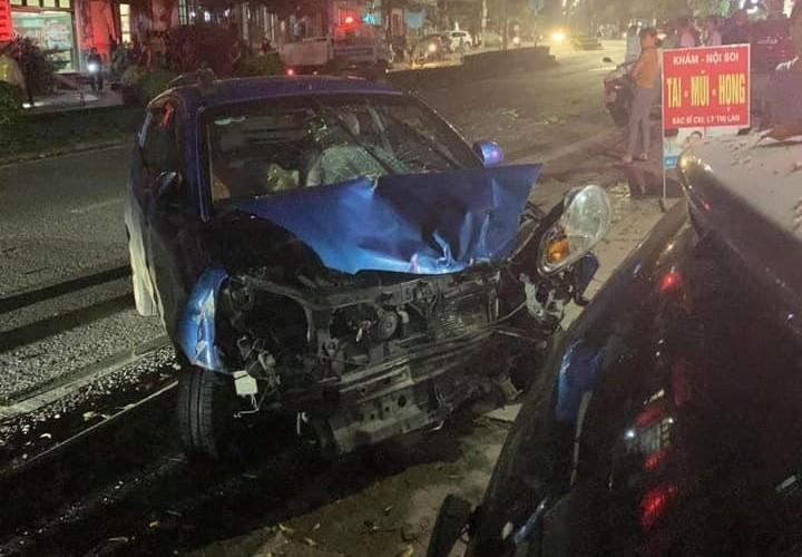 Chiếc xe Kia Morning Van hư hỏng nặng đầu xe