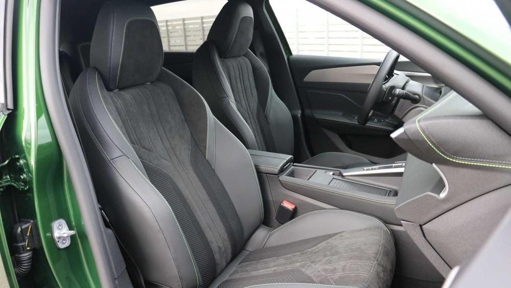 Ghế trước bọc da của Peugeot 308 2021