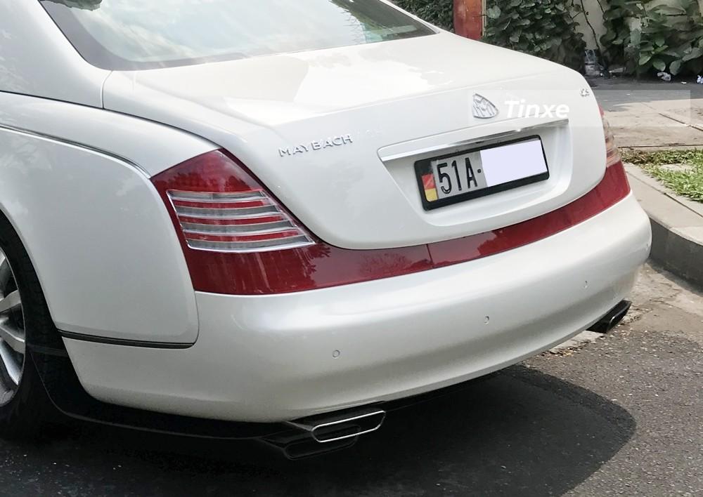 Dải đèn hậu LED trải dài hết đuôi xe là đặc trưng của Maybach