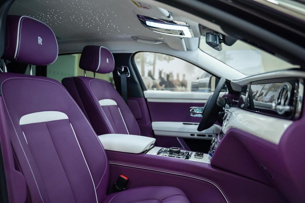 Nội thất xe siêu sang Rolls-Royce Ghost Extended 2021 mới đến Campuchia