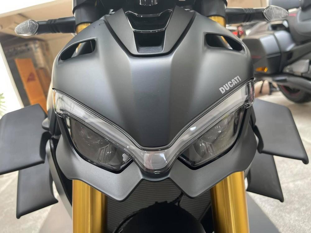 Ducati Streetfighter V4 S 2021 màu Dark Stealth