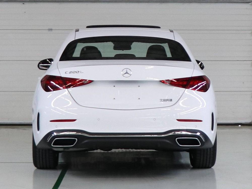Mercedes-Benz C-Class L 2021 nhìn từ phía sau