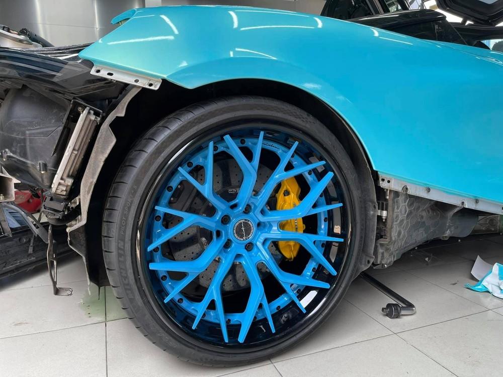 Cận cảnh la-zăng độ Brixton PF10 trên siêu xe McLaren 720S