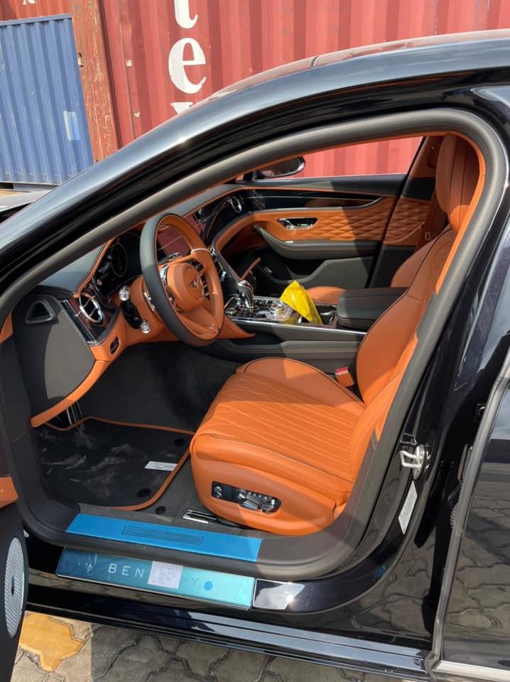 Nội thất xe Bentley Flying Spur First Edition 2021 của người chơi lan đột biến ở Củ Chi