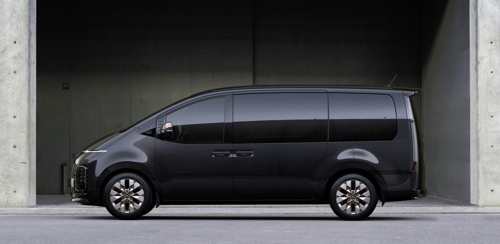 Sườn xe của Hyundai Staria được thiết kế với cảm hứng từ phi thuyền