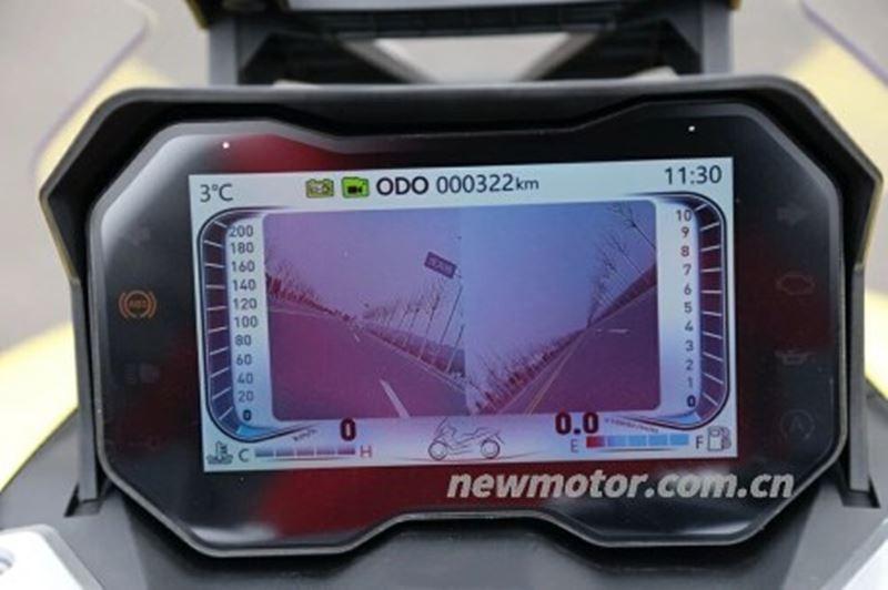 Dayang Vorei ADV 350 trang bị màn hình màu TFT cùng camera hành trình