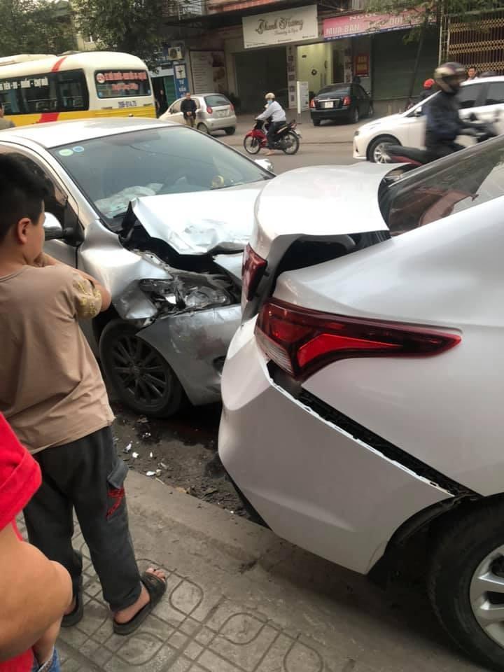 Thiệt hại của xe Toyota Vios và Hyundai Accent sau va chạm