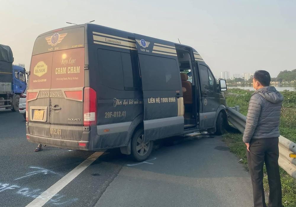 Hiện trường vụ xe Limousine tông xe môi trường trên cao tốc Pháp Vân - Cầu Giẽ