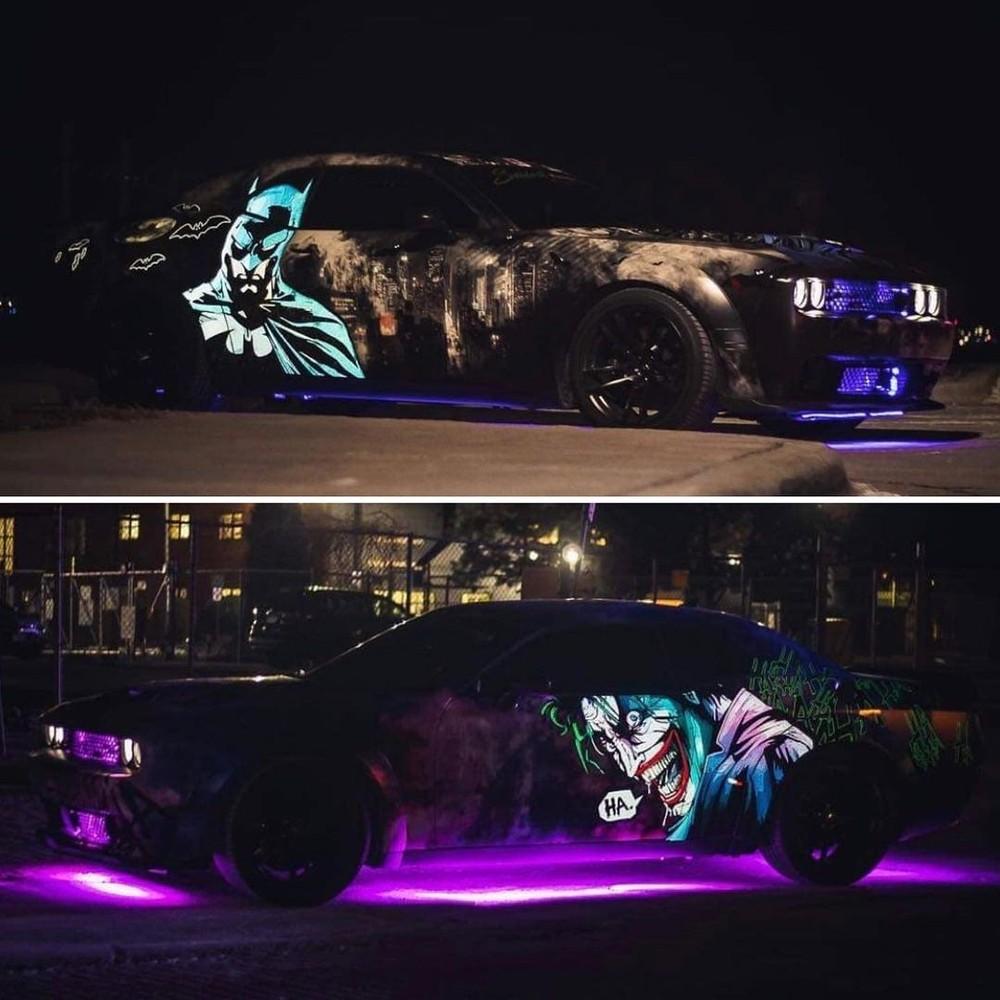 "Dodge Challenger ""Dark Knight"" bật đèn gầm khi trời tối"