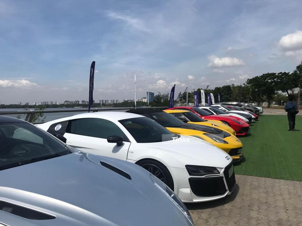 Siêu xe Audi R8 đời cũ mang gói độ body kit của hãng Regula trị giá hơn 1,5 tỷ đồng. Siêu xe Audi R8 này không được độ lại động cơ, nguyên bản, trái tim của siêu xe này sử dụng động cơ V8, dung tích 4,2 lít, sản sinh công suất tối đa 420 mã lực và mô-men xoắn cực đại 430 Nm. Kết hợp cùng hộp số 7 cấp, động cơ cho phép siêu xe Audi R8 có thể tăng tốc từ vị trí xuất phát lên 100 km/h chỉ trong vòng 4,6 giây trước khi đạt vận tốc tối đa 301 km/h. Chiếc xe này được nâng cấp hệ thống ống xả của hãng Akrapovic.