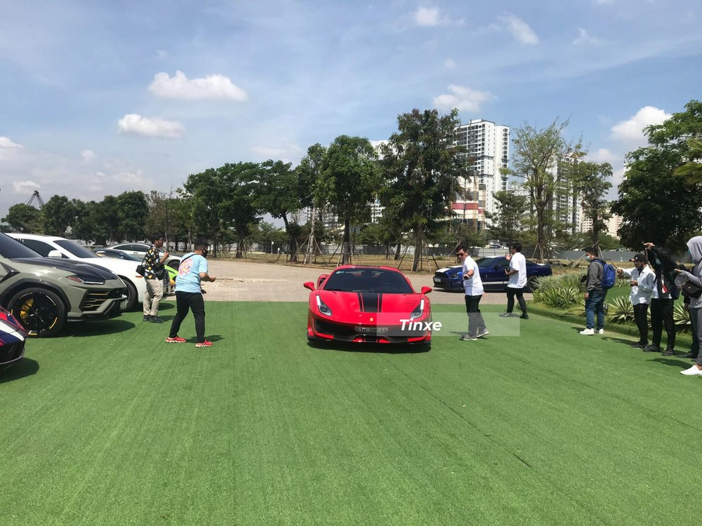 Hoàng Kim Khánh không lái McLaren Senna đi tham dự mà thay vào đó điều khiển Ferrari 488 Pista Spider
