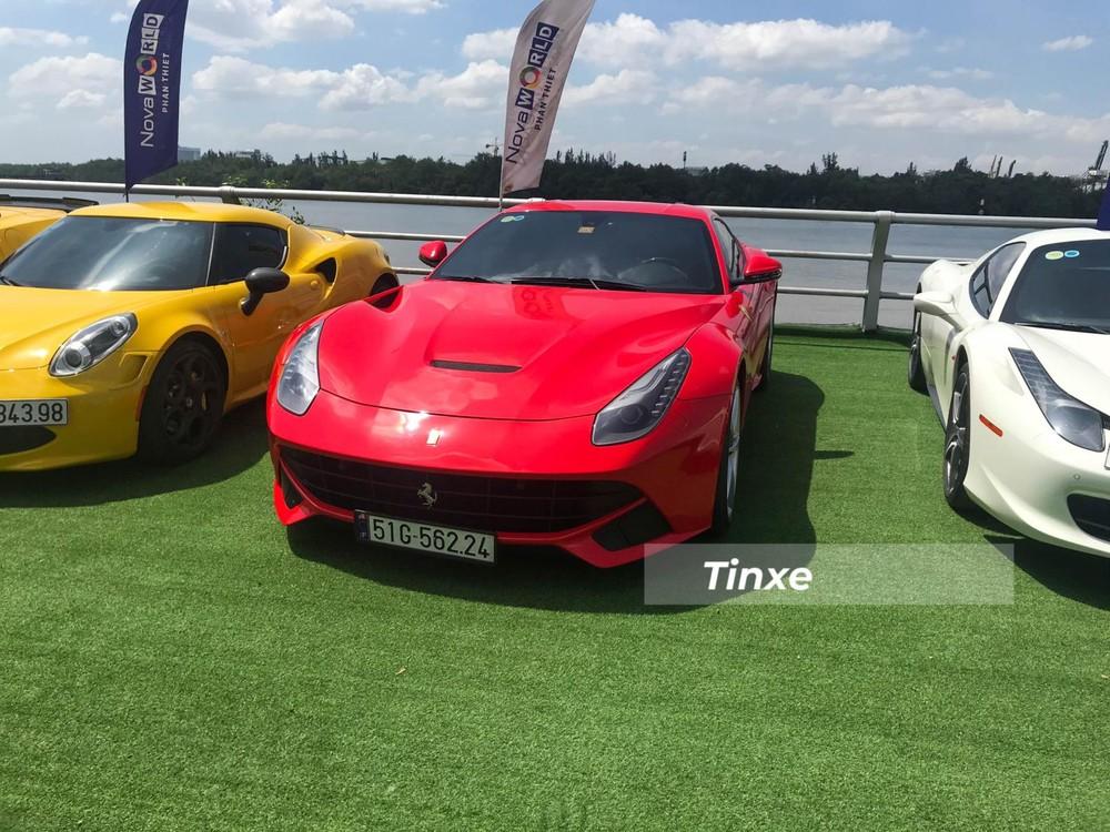Siêu xe Ferrari F12 Berlinetta được trang bị động cơ V12, dung tích 6,3 lít, sản sinh công suất tối đa 730 mã lực và mô-men xoắn cực đại 690 Nm.Động cơ kết hợp cùng hộp số ly hợp kép 7 cấp với thời gian sang số cực nhanh, nhờ đó, siêu xe Ferrari F12 Berlinetta chỉ mất khoảng thời gian 3,1 giây để tăng tốc lên 100 km/h từ vị trí xuất phát trước khi đạt vận tốc tối đa 340 km/h.