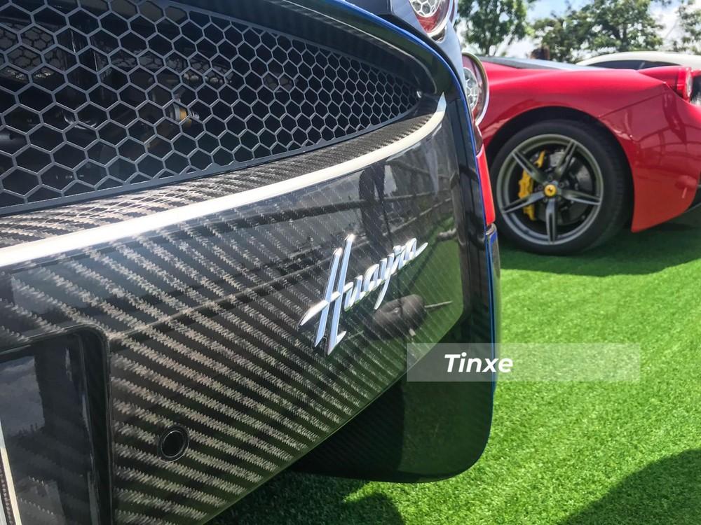 Động cơ V12, dung tích 6.0 lít, tăng áp kép trên xe ô tô Pagani Huayra rất nổi tiếng do Mercedes-AMG sản xuất. Trái tim này giúp Pagani Huayra sản sinh công suất tối đa 720 mã lực tại vòng tua máy 5.800 vòng/phút và mô-men xoắn cực đại 1.000 Nm tại dải vòng tua máy 2.250-4.500 vòng/phút.