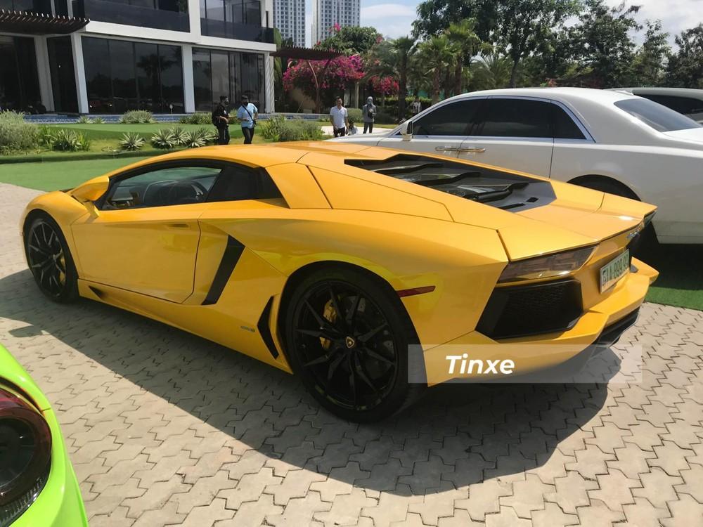 Siêu xe Lamborghini Aventador LP700-4 sử dụng động cơ V12, dung tích 6,5 lít với công suất tối đa 700 mã lực và mô-men xoắn cực đại 690 Nm. Sức mạnh của động cơ vẫn được truyền tới cả bốn bánh thông qua hộp số tự động 7 cấp ISR. Siêu xe Lamborghini Aventador LP700-4 có thể tăng tốc từ vị trí xuất phát lên 100 km/h chỉ trong thời gian 2,9 giây trước khi đạt vận tốc tối đa 349 km/h.