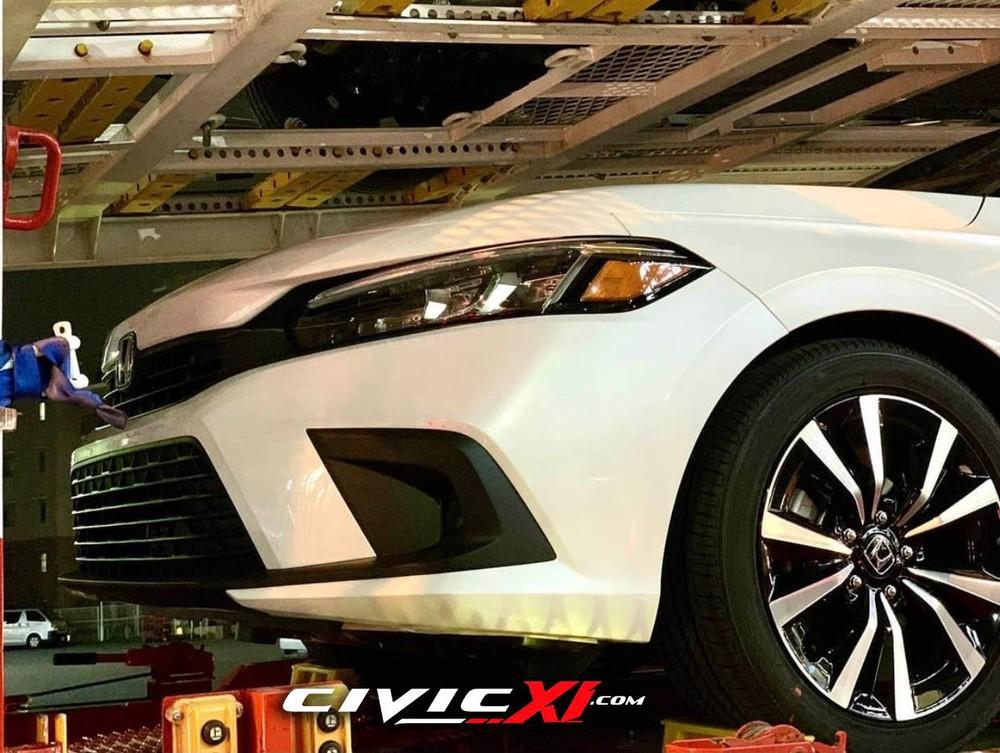 Honda Civic 2022 được trang bị vành hợp kim 5 chấu kép