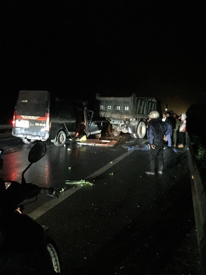 Hiện trường vụ tai nạn nghiêm trọng trên quốc lộ 3 mới