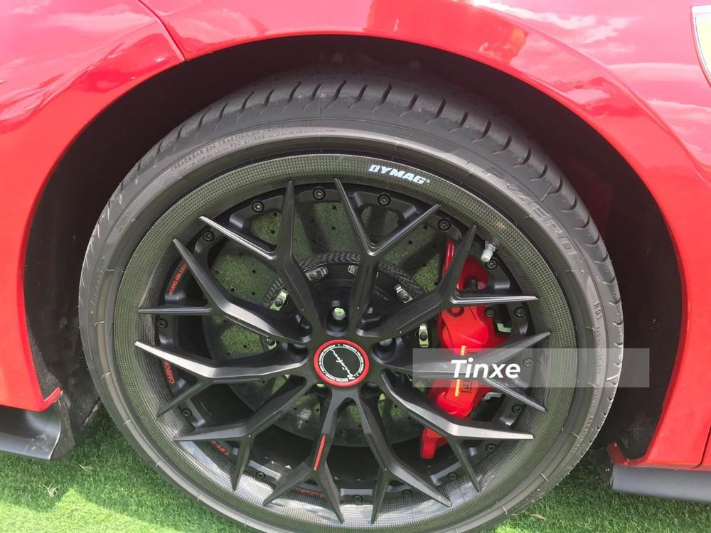 Cận cảnh bộ mâm độ Brixton Forged CM6-R của siêu xe mui trần Ferrari 488 Pista Spider độc nhất Việt Nam
