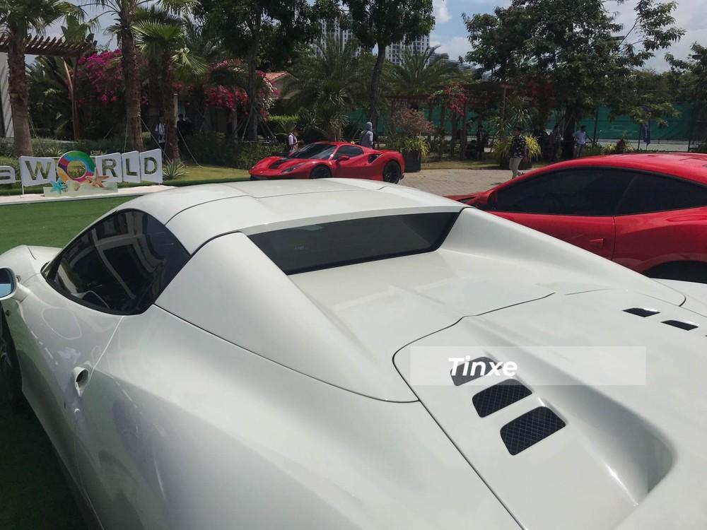 Mui xếp cứng của Ferrari 458 Spider mất 14 giây để hạ xuống