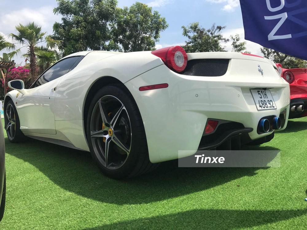 Chiếc siêu xe mui trần Ferrari 458 Spider này được trang bị ống xả độ của IPE