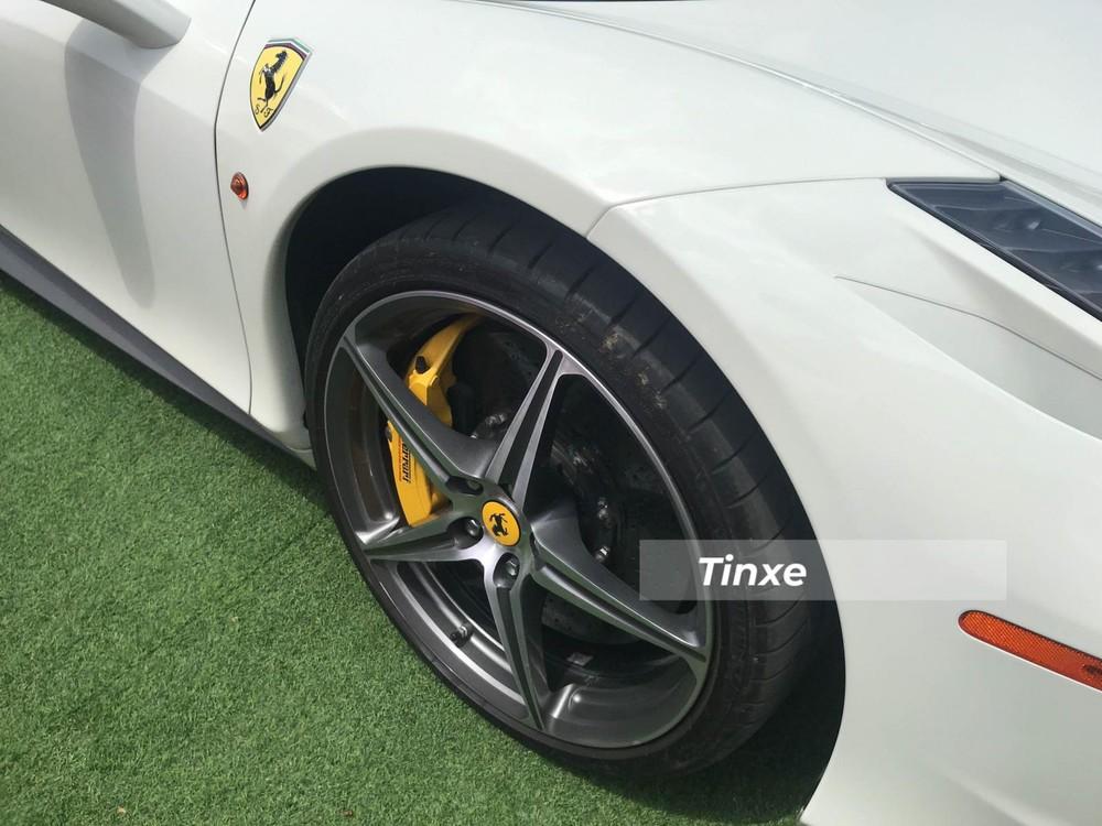 Tốc độ tối đa của Ferrari 458 Spider là 320 km/h