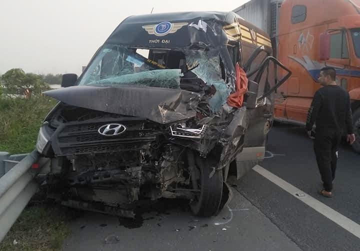 Cách đó khoảng 3 ngày là vụ tai nạn giữa xe Limousine và xe môi trường trên cao tốc Pháp Vân – Cầu Giẽ