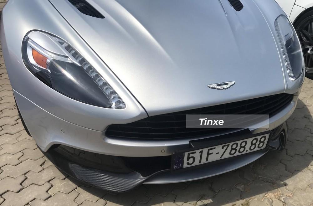 Khá bất ngờ là sau gần 3 năm làm dâu trong biệt thự của ông Đặng Lê Nguyên Vũ ở quận 2, Thành phố Hồ Chí Minh cũng như ở núi rừng Tây Nguyên, chiếc xe thể thao hạng sang Aston Martin Vanquish biển tứ quý 8 đã trở về căn nhà xưa để cùng các siêu xe khác tạo ra bộ sưu tập xe cực đỉnh hơn 35 chiếc xe đủ chủng loại của doanh nhân này.