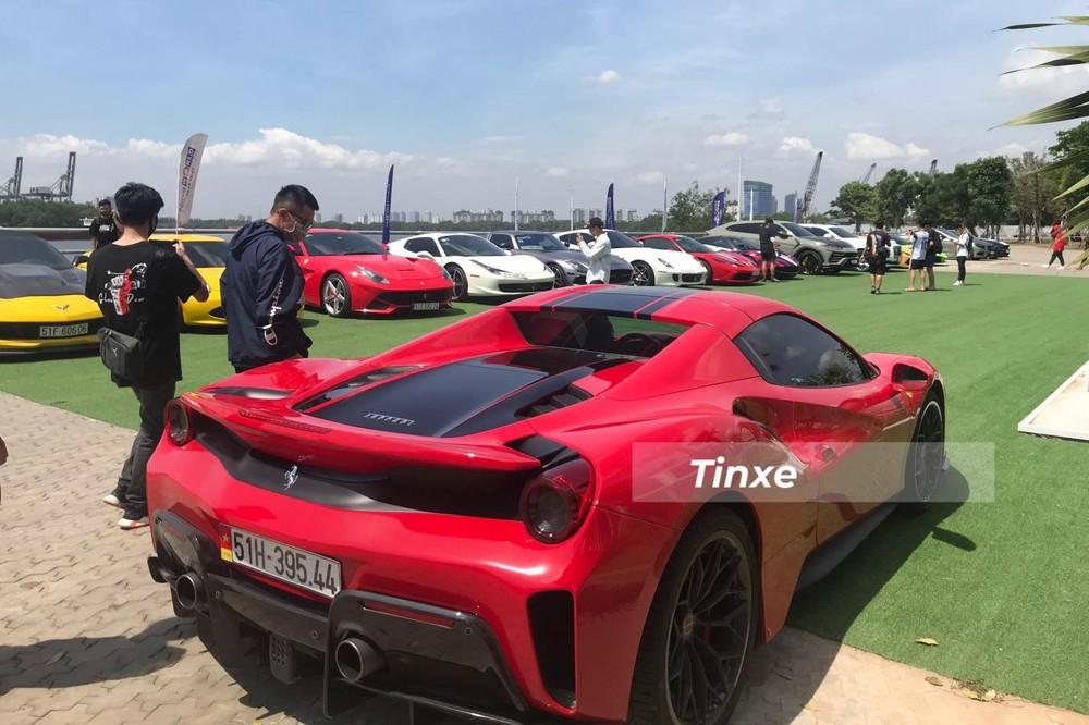 Cùng với Pagani Huayra, Ferrari 488 Pista Spider là 1 trong số ít siêu xe nổi bật khi họp mặt nhóm Viet Rally