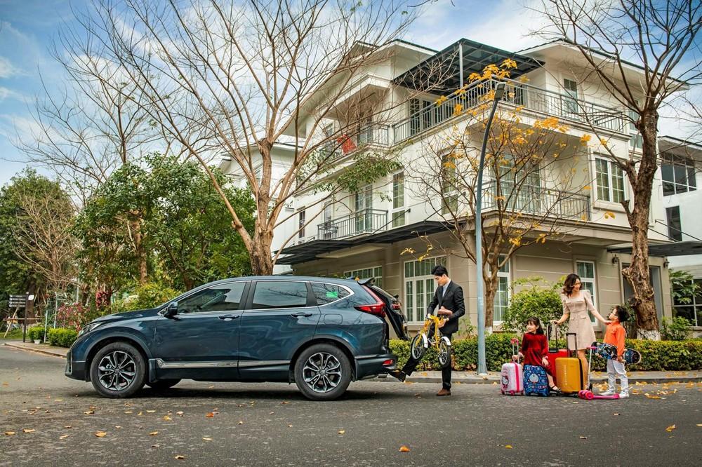 """Chức năng """"đá cốp"""" tiện lợi ở Honda CR-V 2020 là một trong những điểm anh Thịnh yêu thích."""