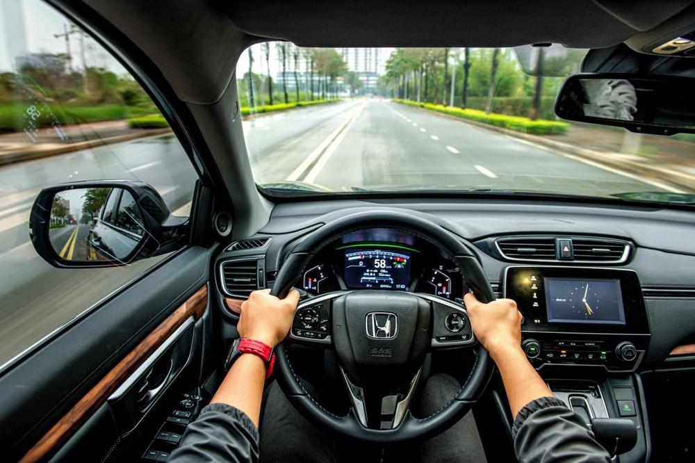 Những màn bứt tốc vượt xe trên cao tốc cùng Honda CR-V 2020 để lại ấn tượng sâu với anh Thịnh.