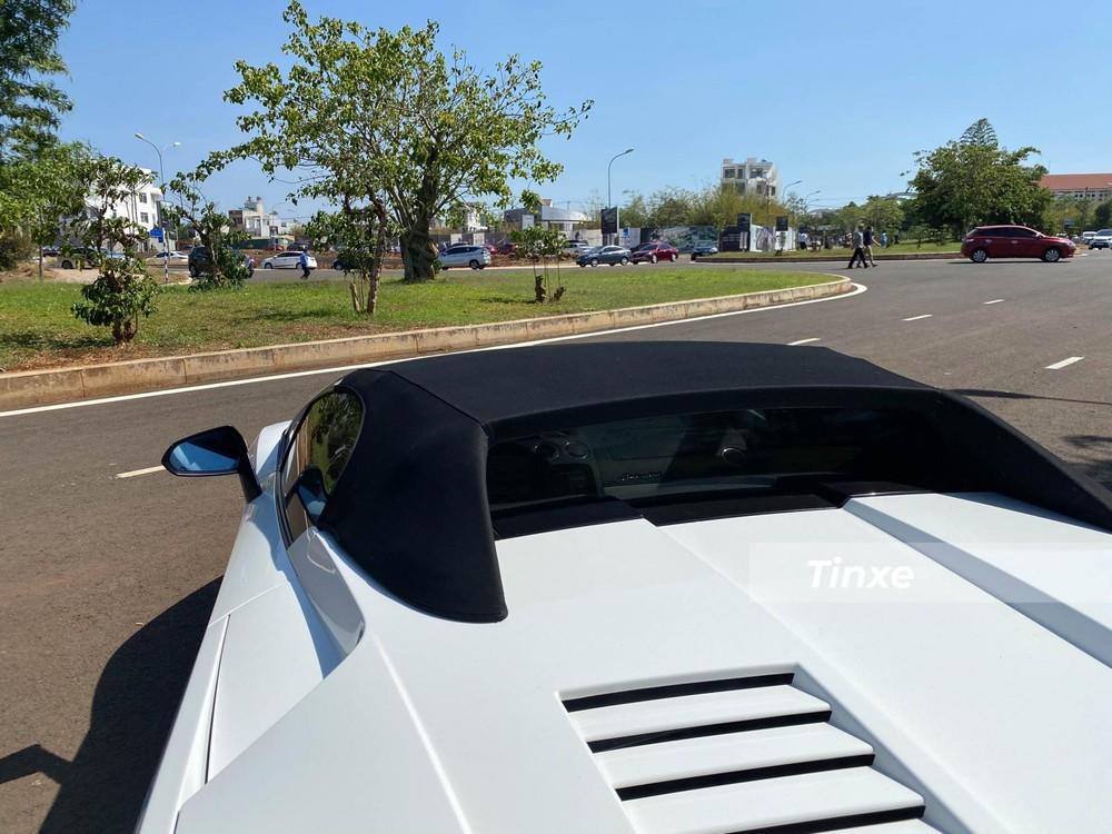 Lamborghini Gallardo LP560-4 Spyder của Chủ tịch Trung Nguyên mất 20 giây để mở mui