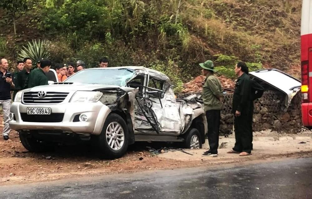Chiếc xe bán tải Toyota Hilux bị hư hỏng nặng