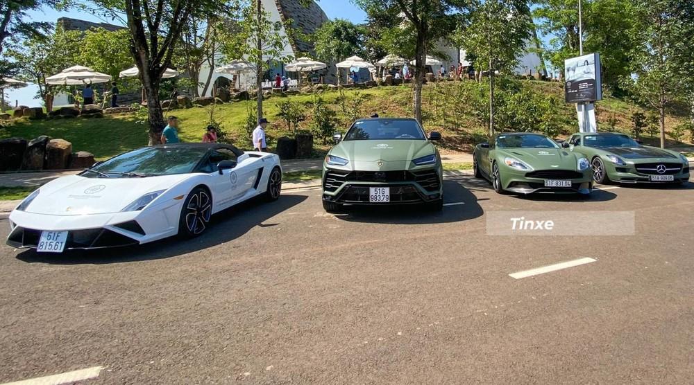 Từ trái qua là Lamborghini Gallardo LP560-4 Spyder 50th Anniversary, Lamborghini Urus, Aston Martin Vanquish, Mercedes-Benz SLS AMG GT Final Edition