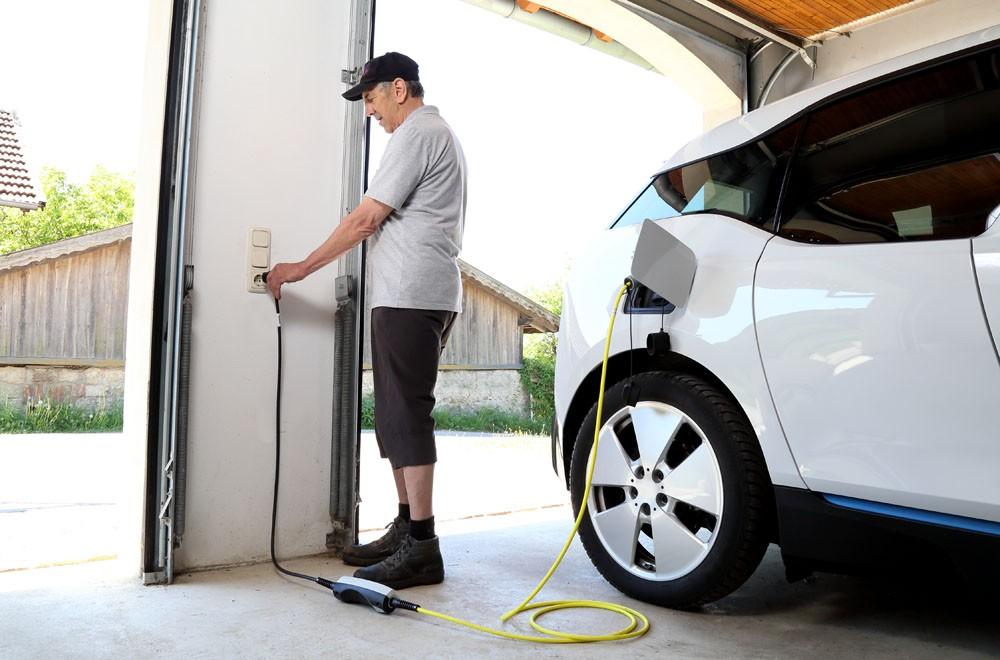 Nguồn sạc pin cho xe ô tô điện sẽ ảnh hưởng đến tuổi thọ của pin cũng như cả an toàn cháy nổ.