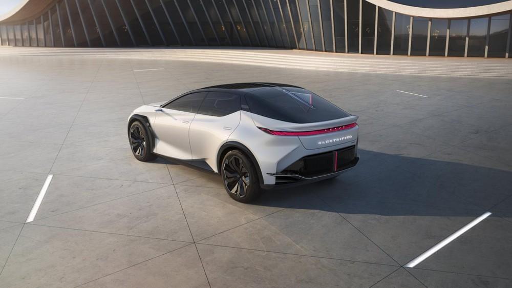 Lexus LF-Z Electrified Concept có dải đèn hậu LED thanh mảnh và vắt ngang đuôi xe