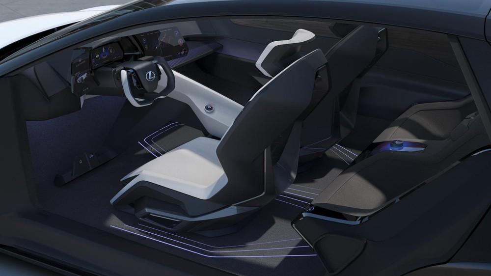 Lexus LF-Z Electrified Concept được trang bị vô lăng cắt cụt bên trên