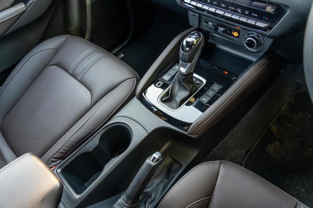 Mazda BT-50 Thunder 2021 có 2 loại hộp số