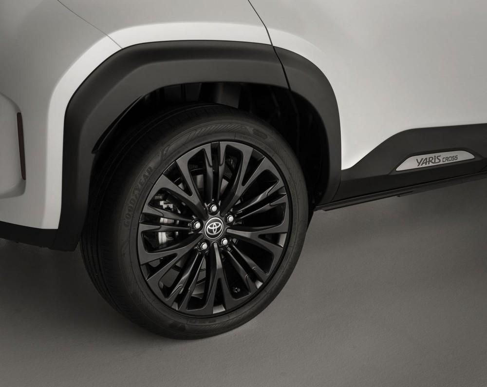 Bộ vành la-zăng 18 inch của Toyota Yaris Cross Adventure 2021