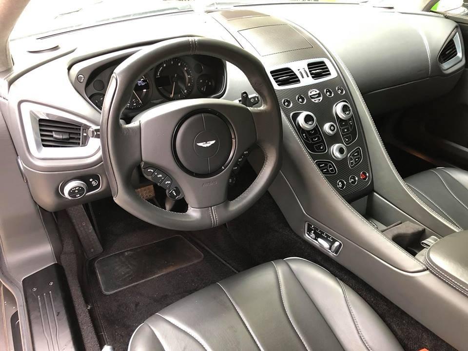 Nội thất của xe Aston Martin Vanquish