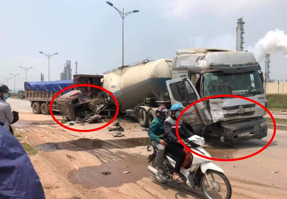 Vụ tai nạn làm 2 phương tiện hư hỏng nặng nề