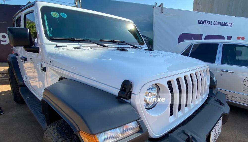 Jeep Wrangler Unlimited Sport 2020 có công suất 270 mã lực