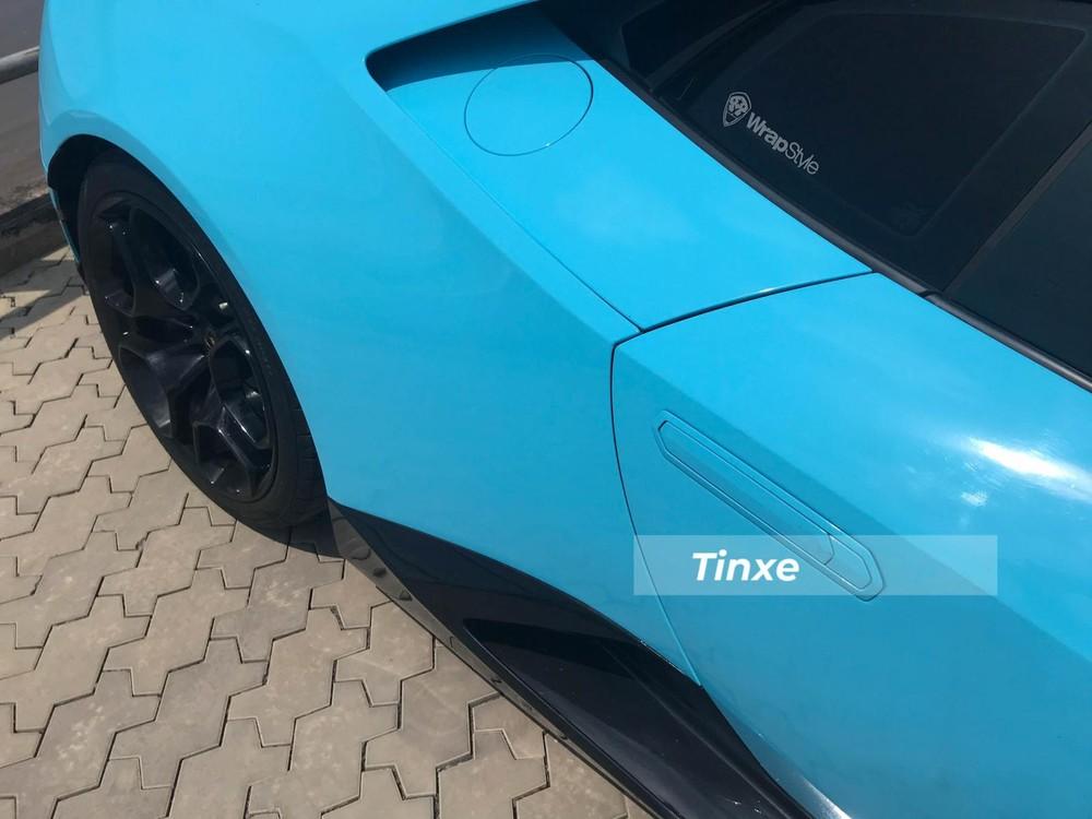 Tay nắm cửa của xe Lamborghini Huracan LP580-2 sẽ bật ra khi chủ nhân bấm mở khoá xe
