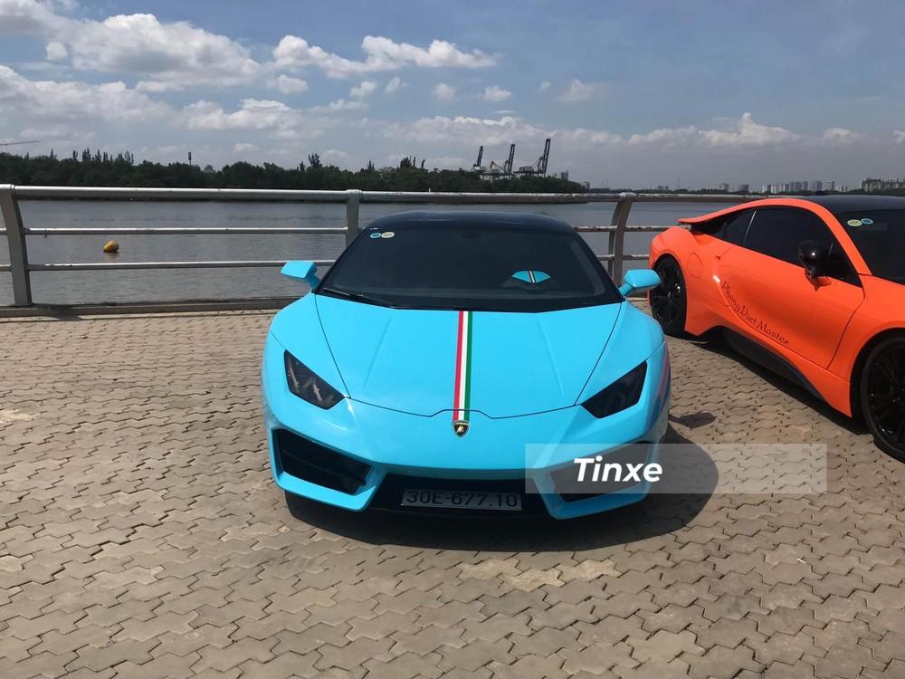 Cận cảnh Lamborghini Huracan dẫn động cầu sau mang bộ áo xanh dương đẹp mắt