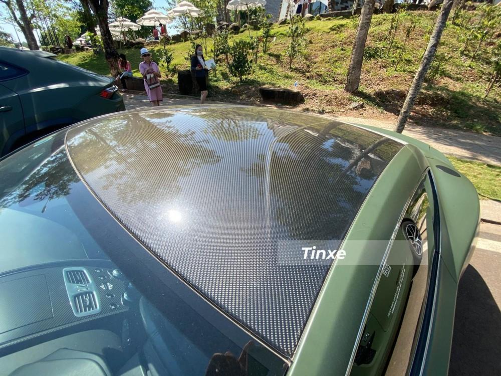 Phần nóc xe bằng carbon