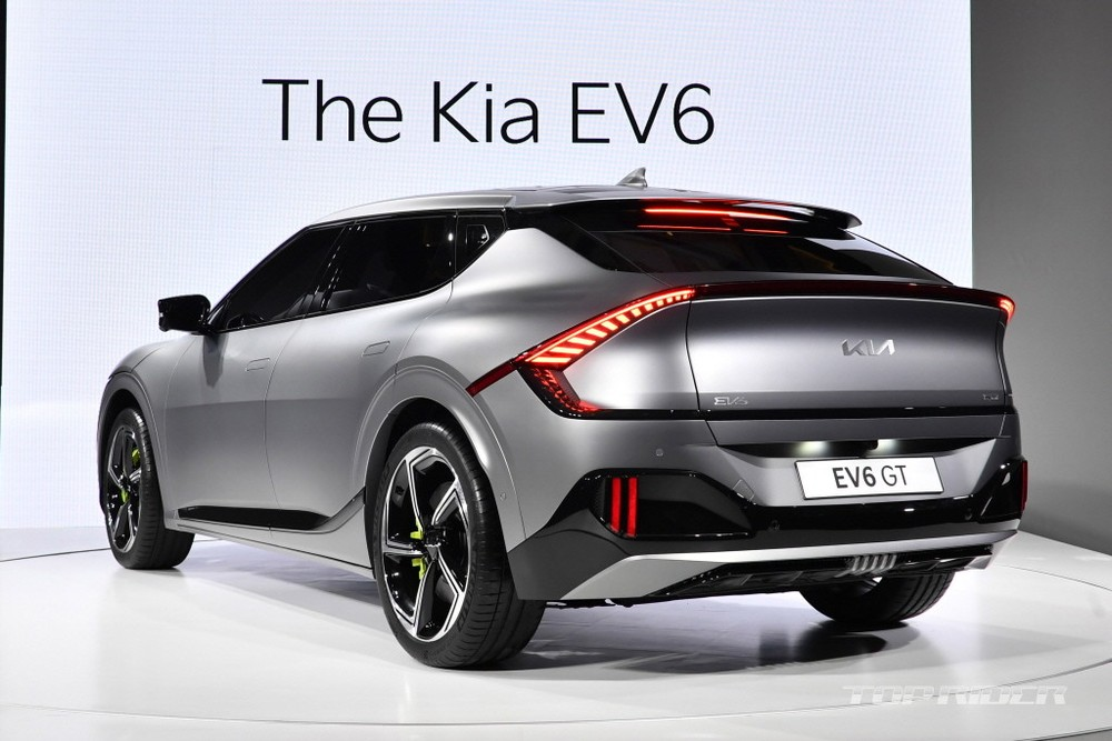 Kia EV6 2021 nhìn từ phía sau