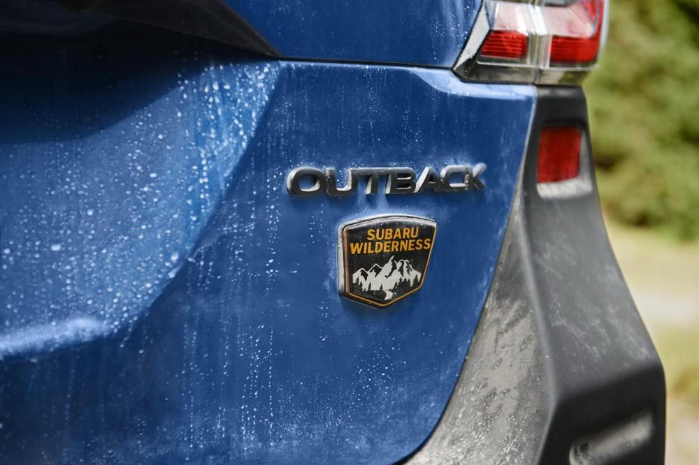 Subaru Outback Wilderness 2022 màu xanh dương